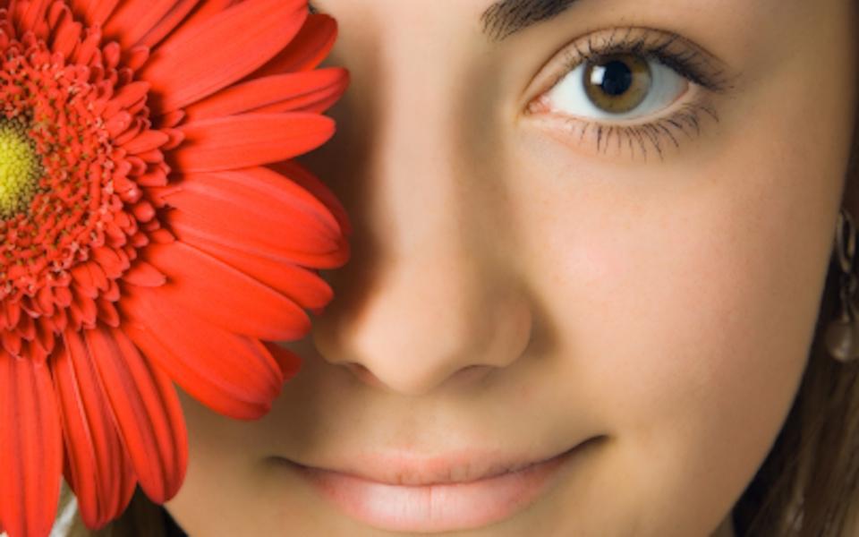 ... akan saya beberkan sedikit tips untuk membuat wajah cantik alami